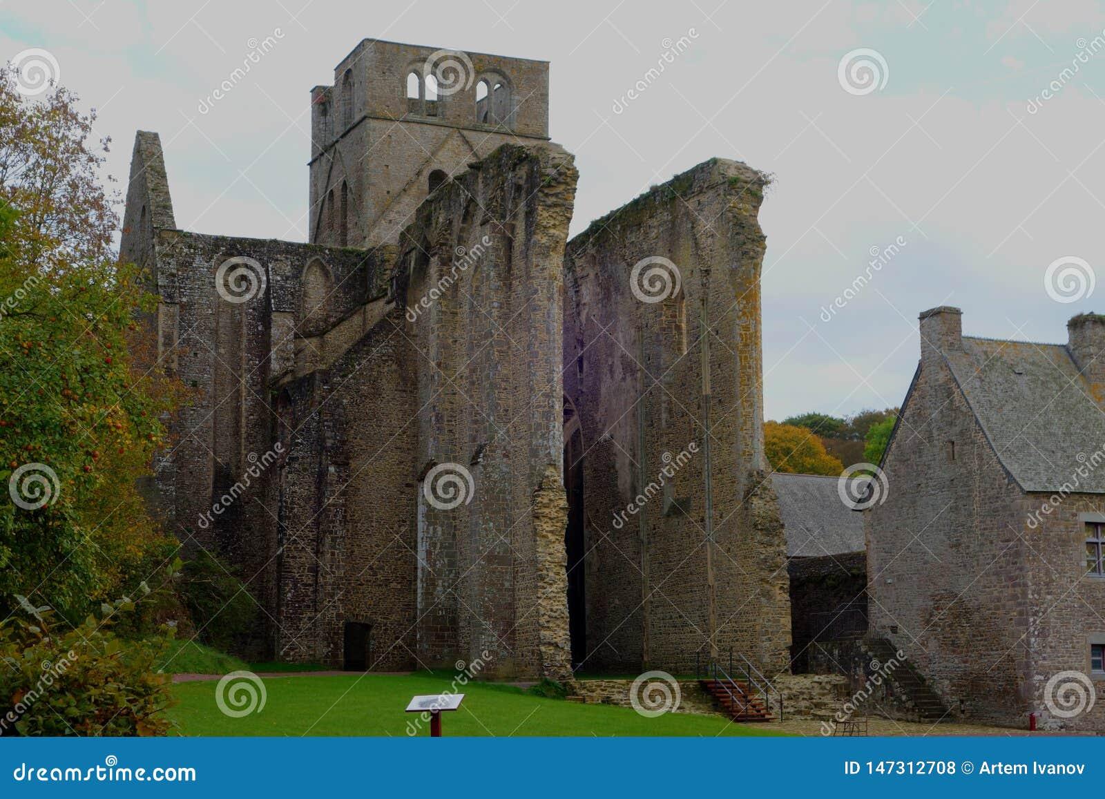 中世纪昂比埃修道院的废墟