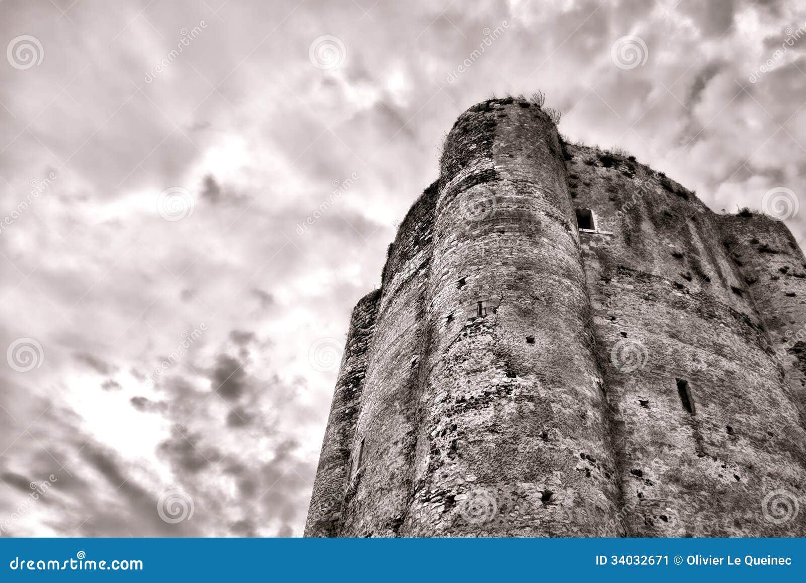 中世纪被加强的城堡老土牢石头塔