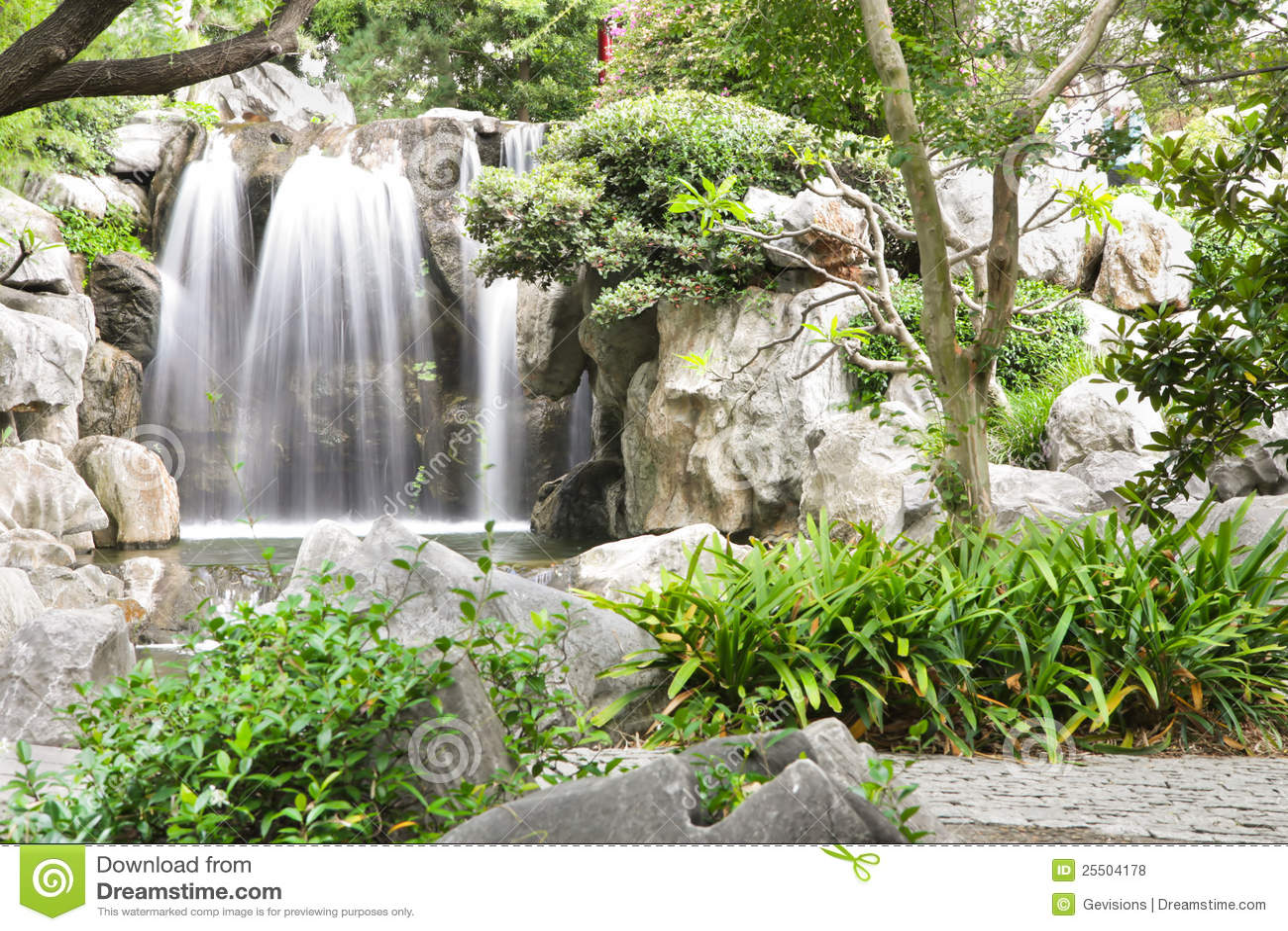 中国庭院瀑布图片