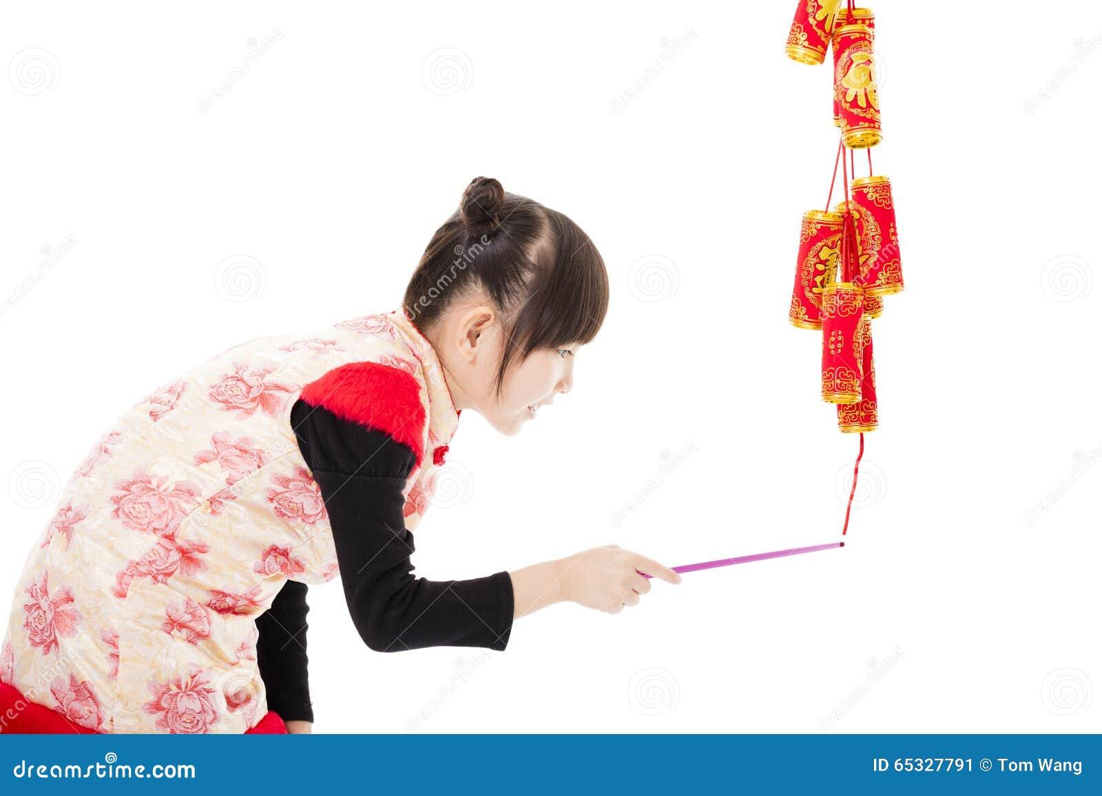 中国新年好 使用与爆竹的孩子