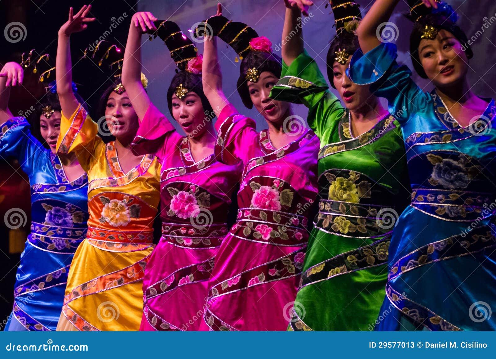 中国舞蹈演员。 珠海韩Sheng艺术马戏团。