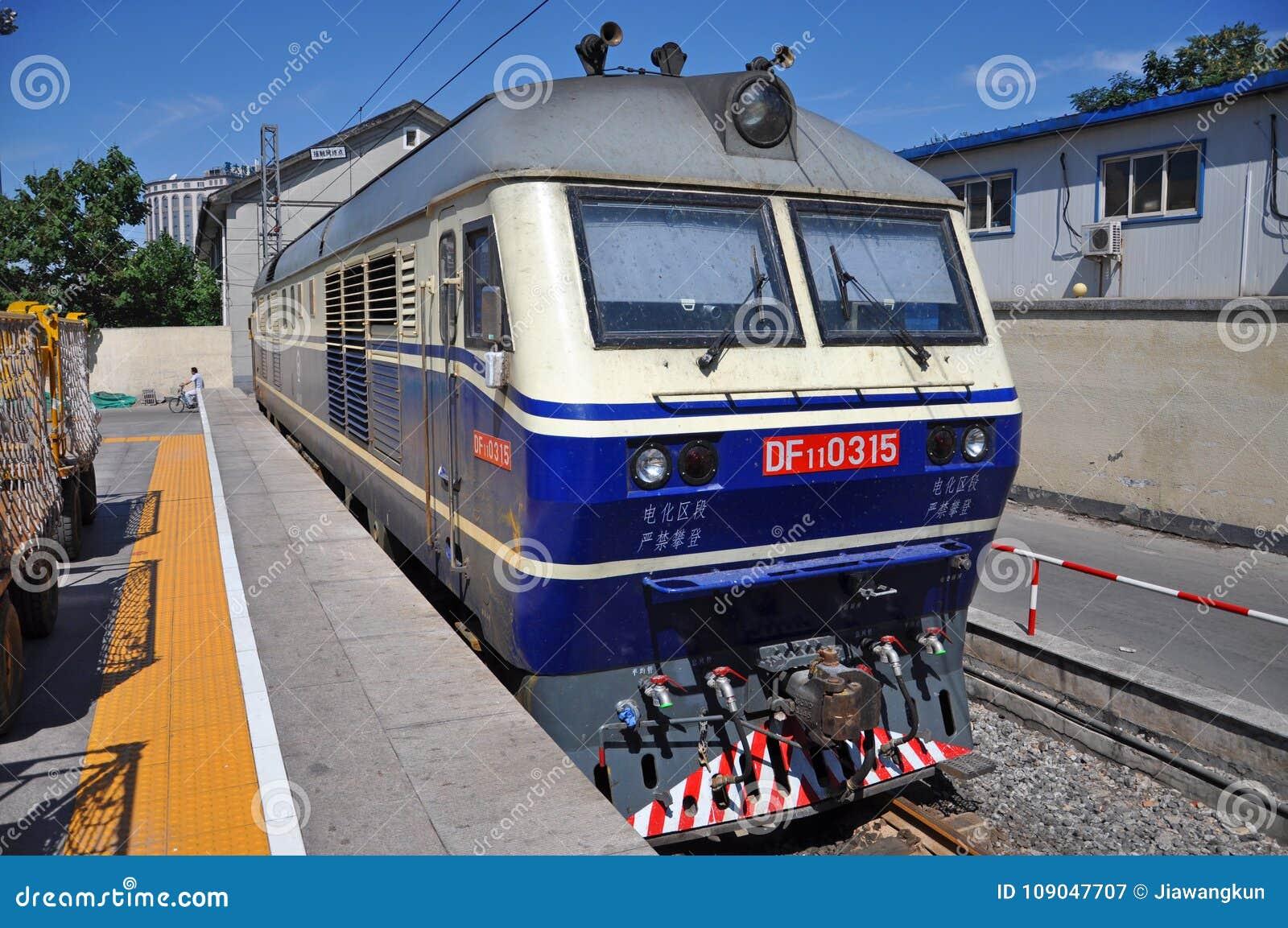 中国铁路车���d_中国铁路df11内燃机车
