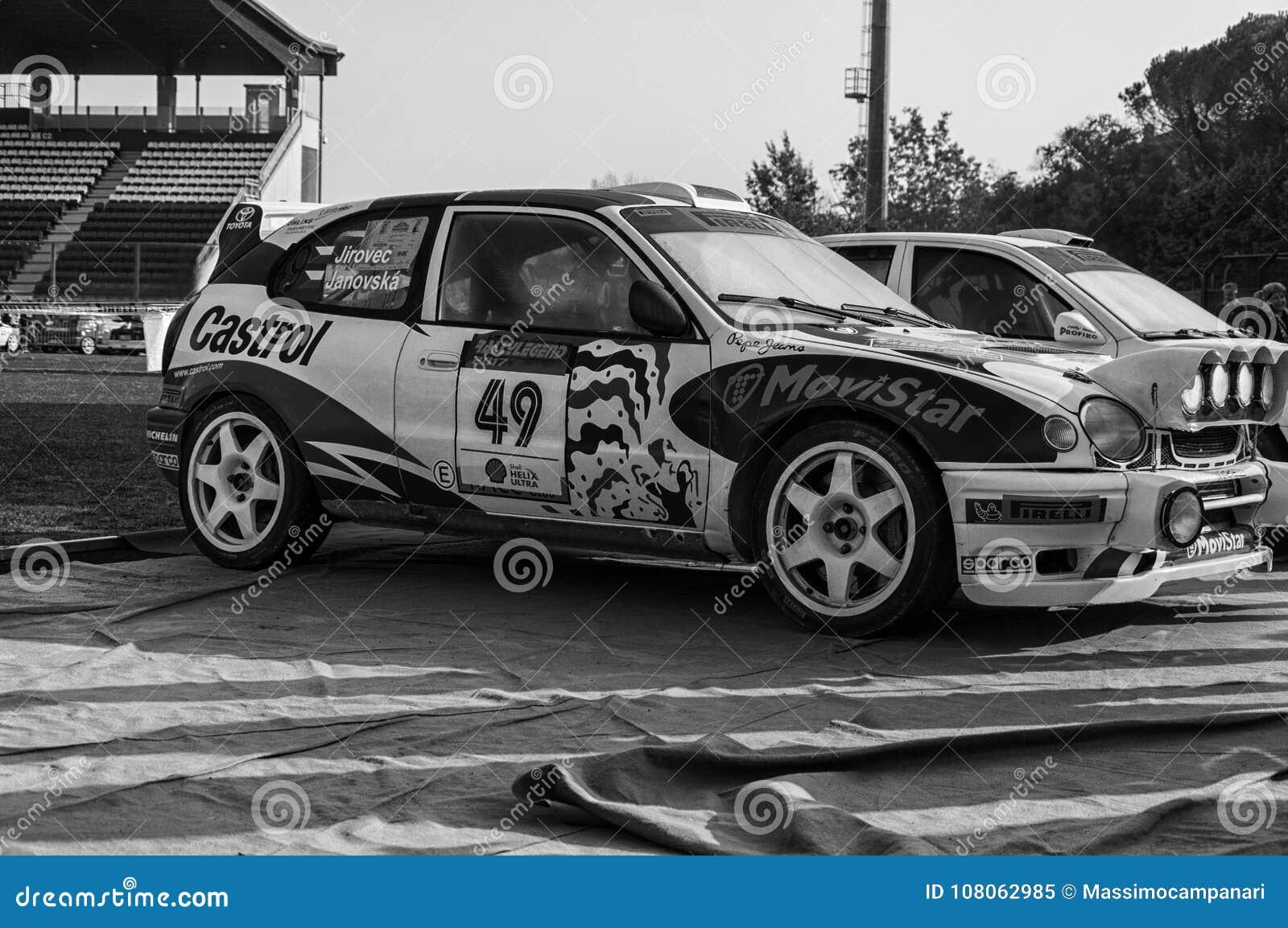 丰田卡罗拉WRC 1998年nel vecchio raduno della vettura da corsa LA LEGGENDA 2017年