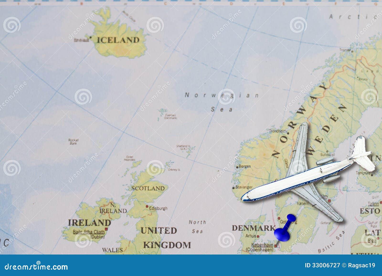 到与推挤别针和玩具飞机的丹麦概念旅行.