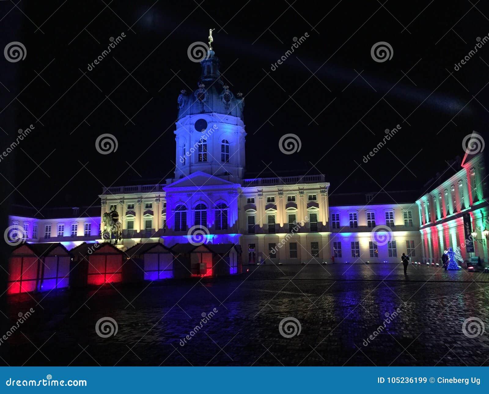 为圣诞节照亮的柏林夏洛登堡城堡