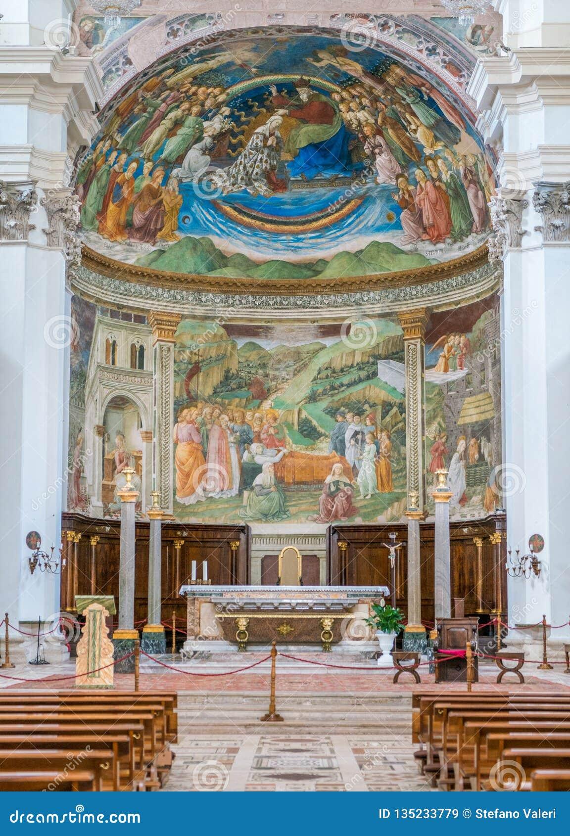 主要法坛在斯波莱托中央寺院  翁布里亚,中央意大利