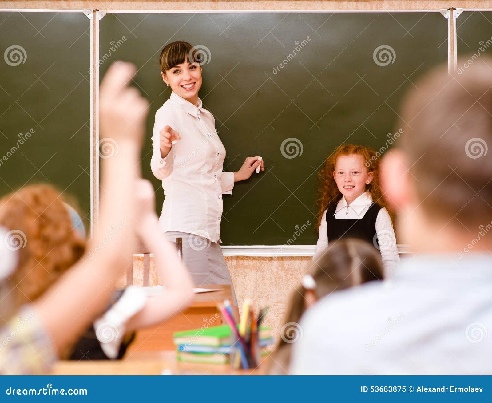 举手的孩子认识答复对问题