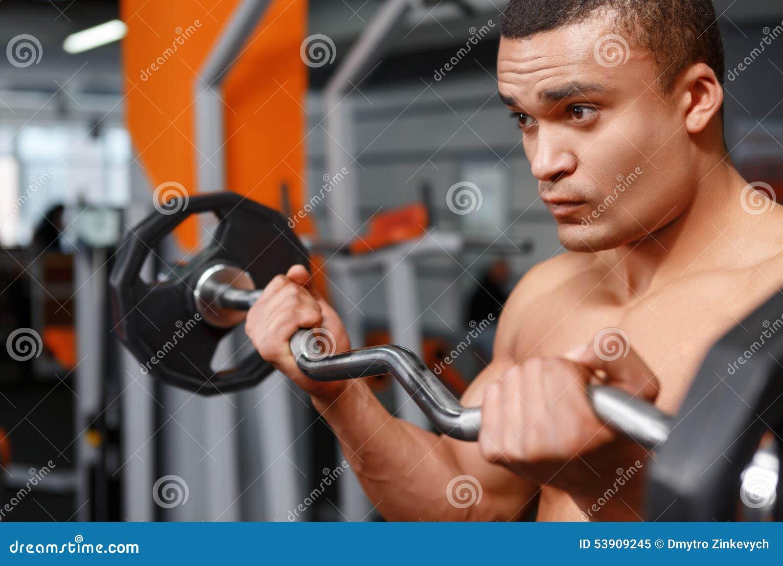 举重运动员画象有杠铃的在他的手上回龙圩举重冠军图片