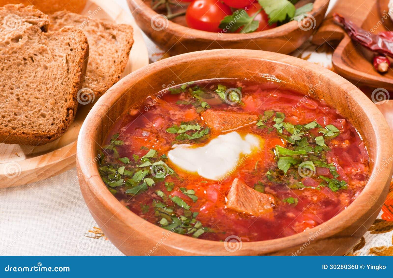 罗宋汤用甜菜根、圆白菜和蕃茄