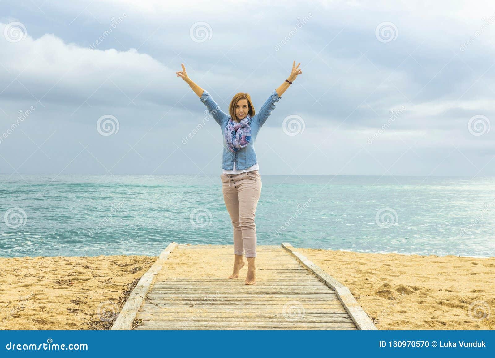乐观生活方式 一名正面妇女的力量