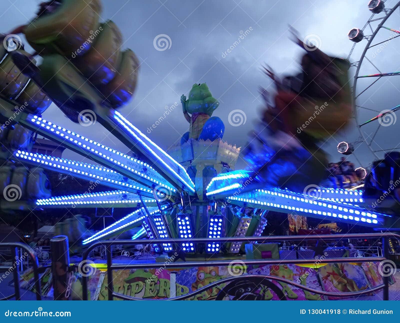 乐趣快乐公园乘驾在巴塞罗那西班牙