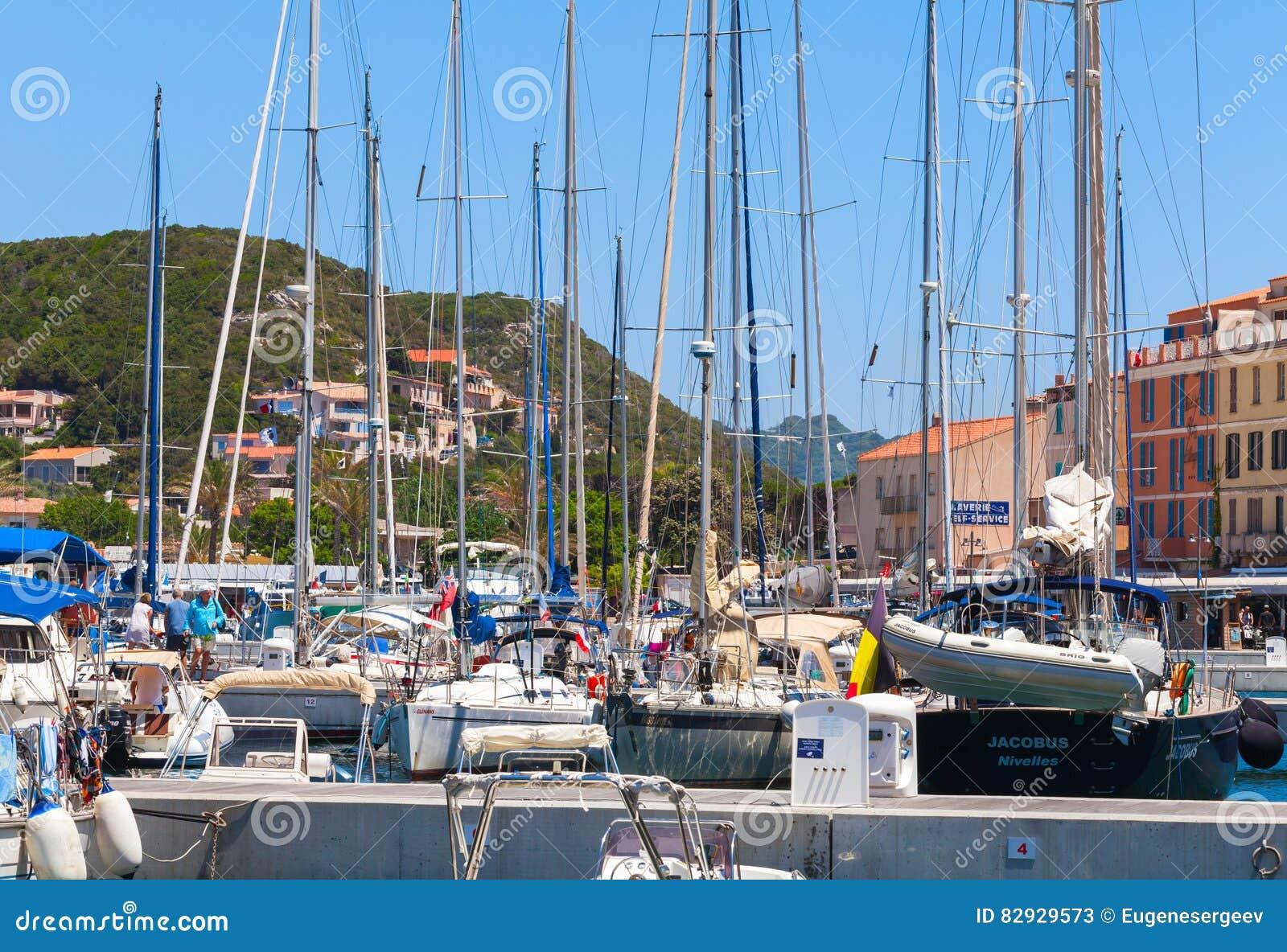 乐趣汽艇和航行游艇
