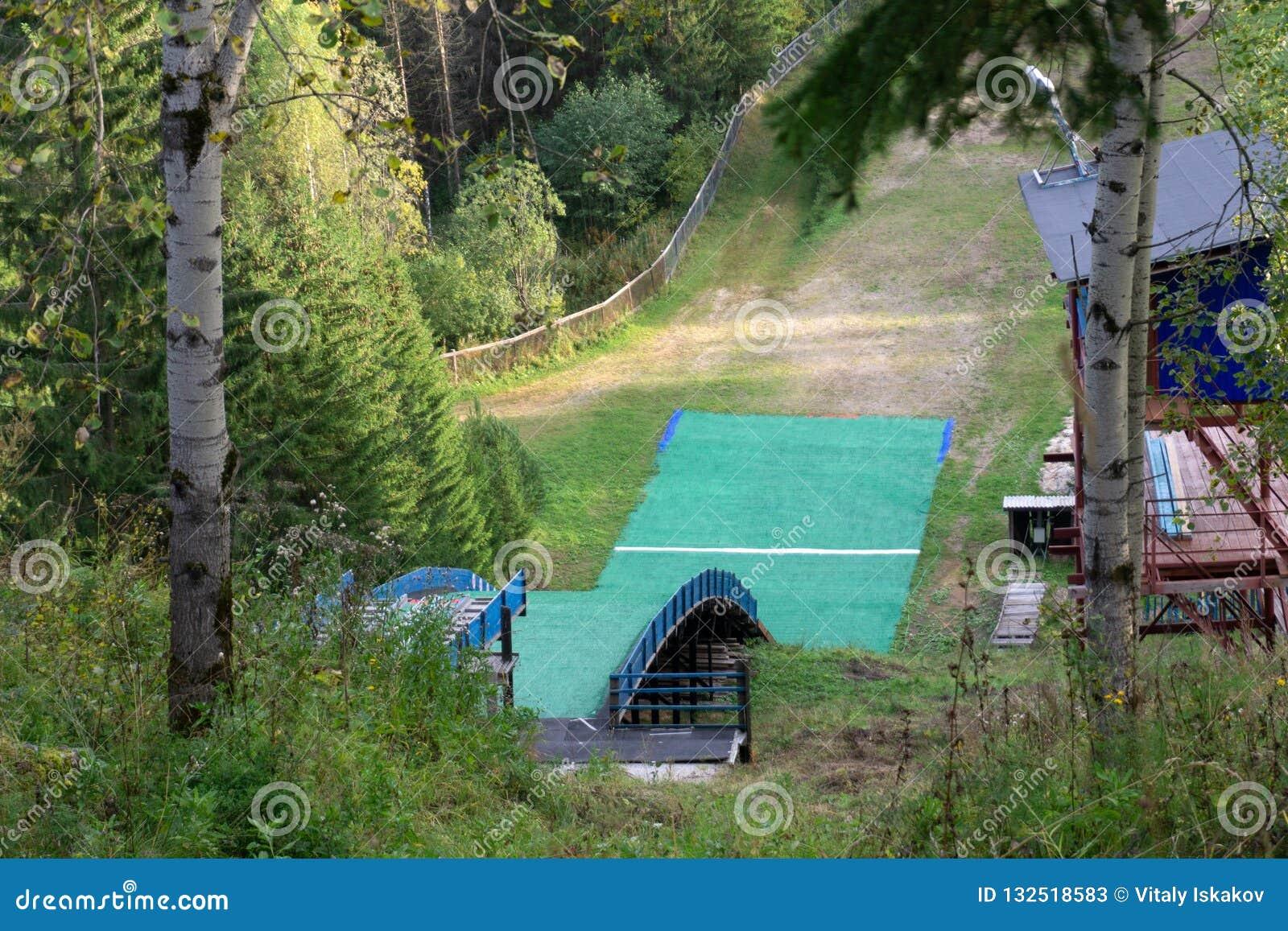 乐趣雪 人为轨道体育背景挪威夏天垂直