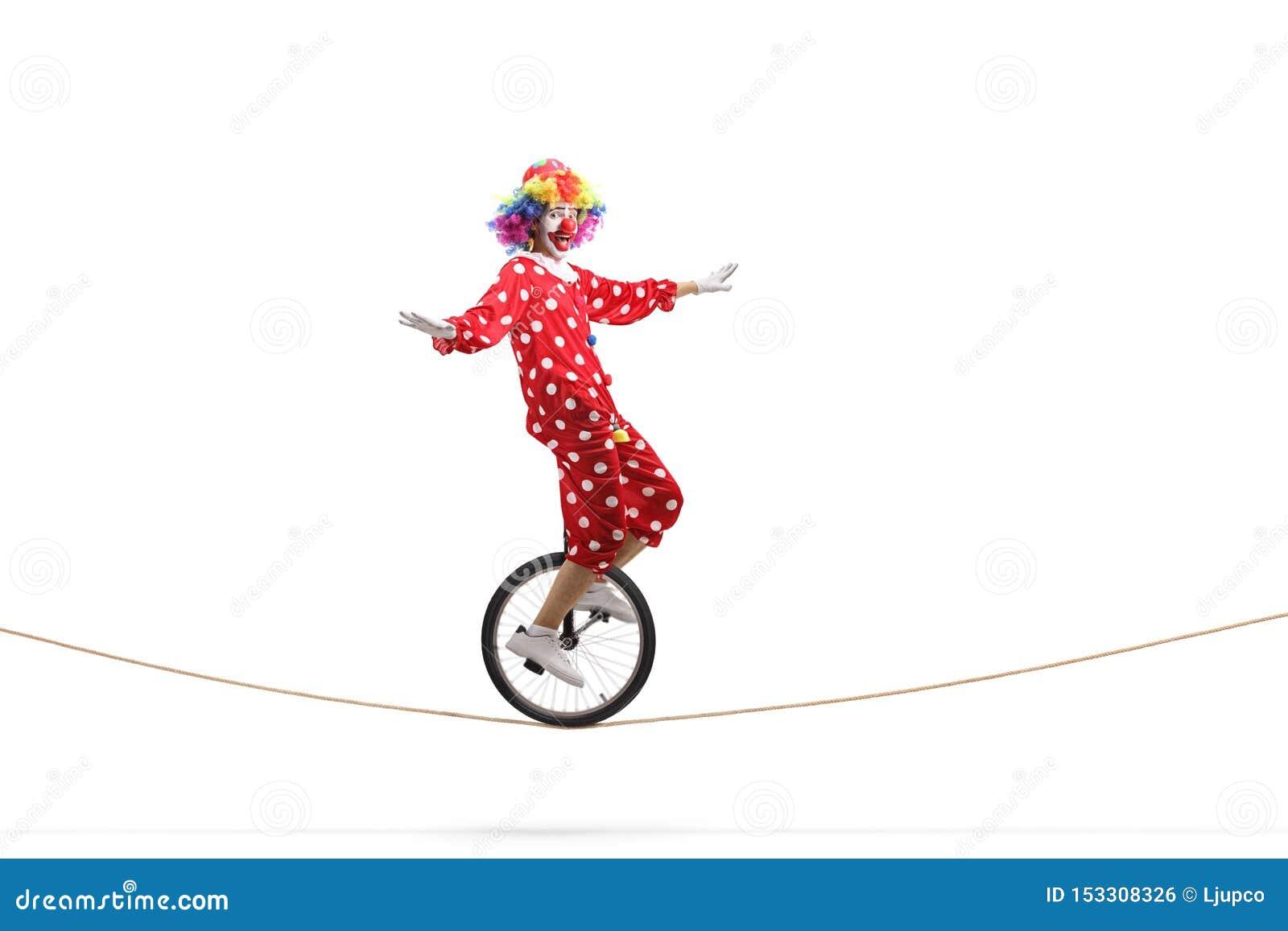 乘坐单轮脚踏车的Cown在绳索