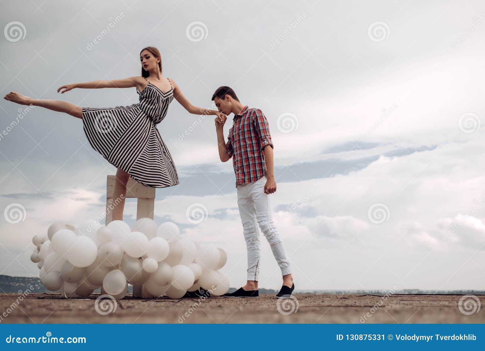 也约会我浪漫看到相似的工作的画廊 芭蕾夫妇到爱联系里 耦合爱 坠入爱河的跳芭蕾舞者 浪漫的关系