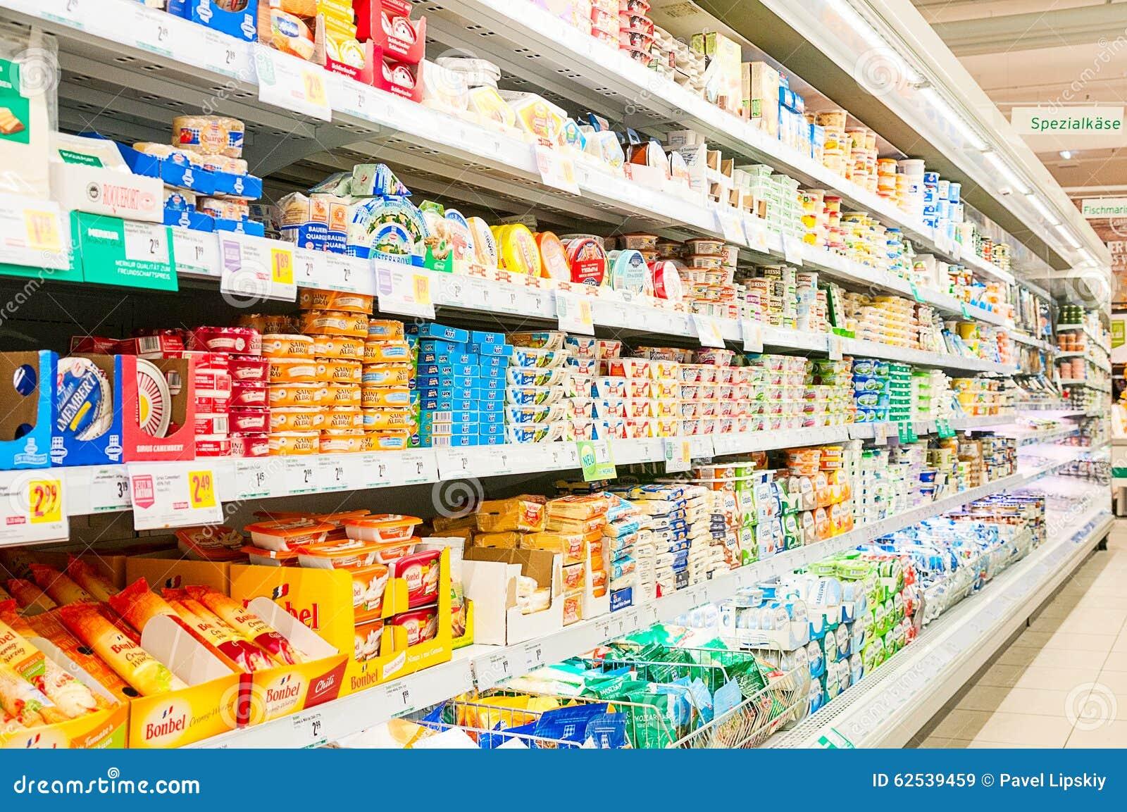 维也纳,奥地利- 2015年10月20日:超级市场Merkur在Vienn