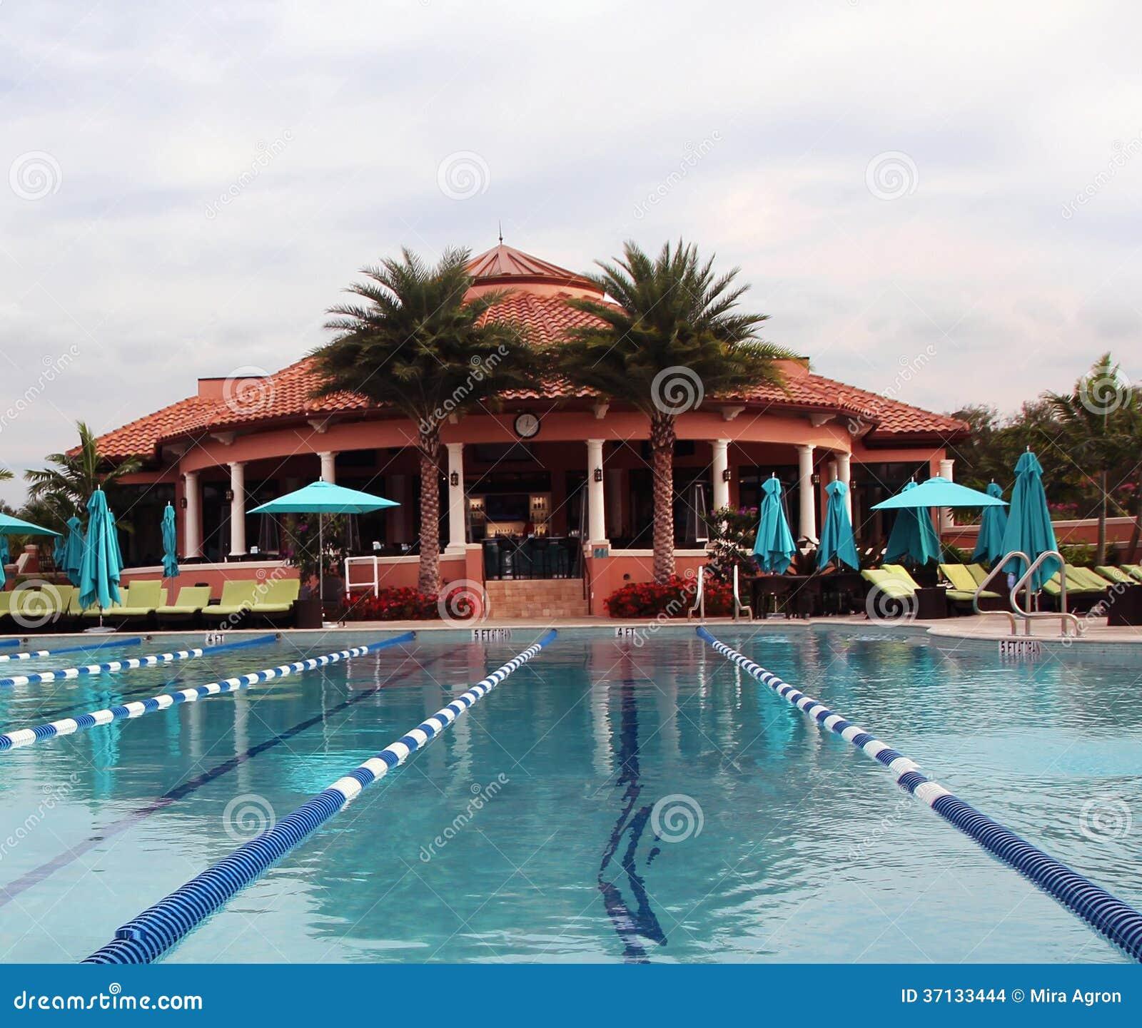 乡村俱乐部游泳池