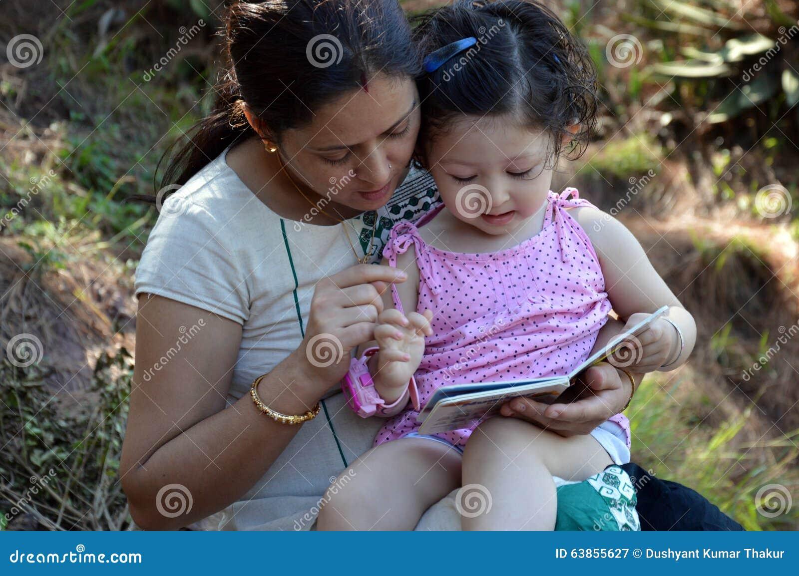 书儿童母亲读