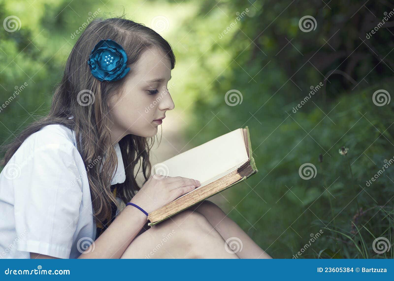 书女孩读取