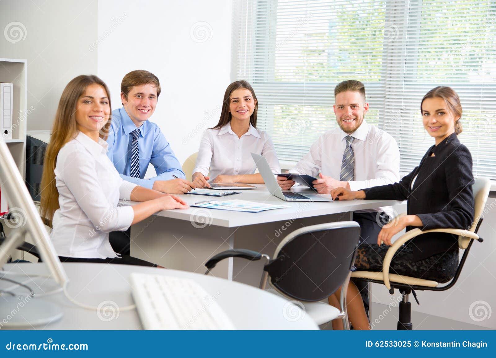 买卖人在一次会议在办公室