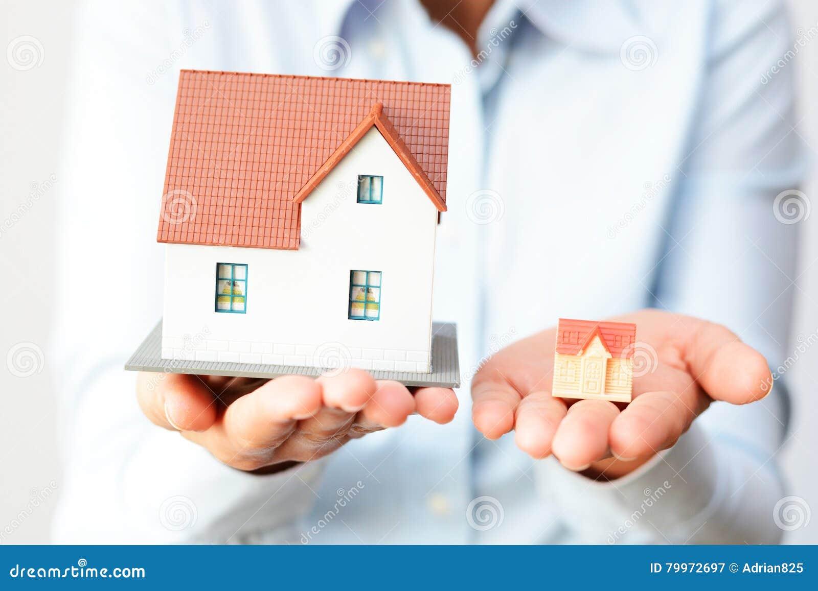 买考虑价格区别的一个小或一个大房子