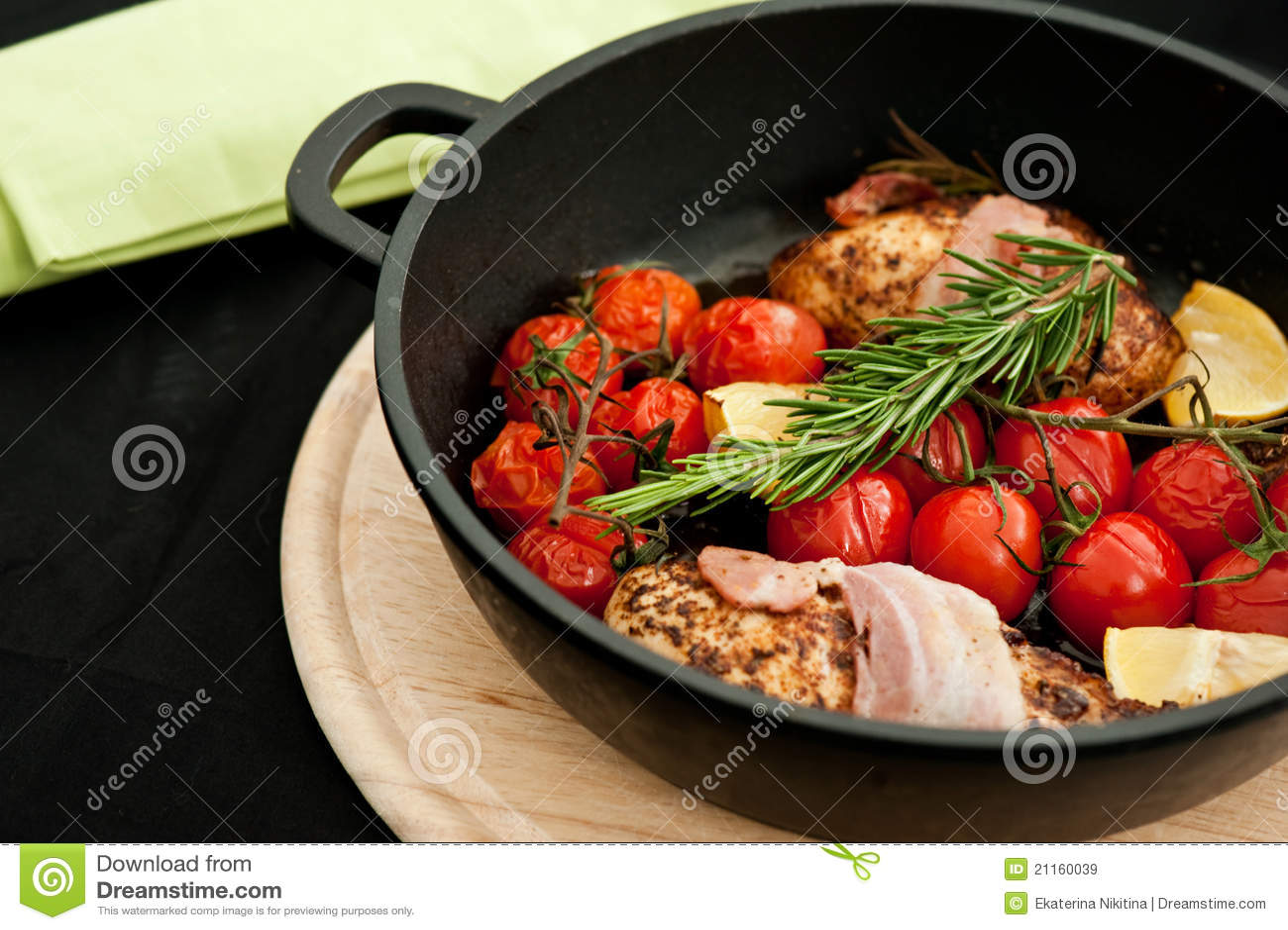乳房鸡迷迭香蕃茄