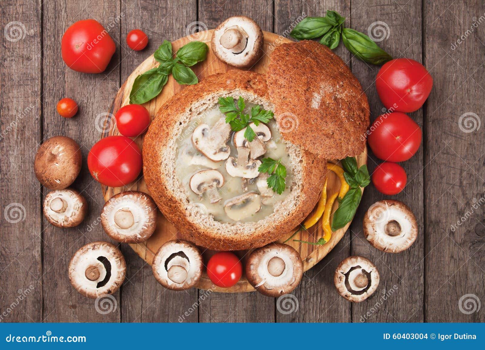 乳脂状的蘑菇汤
