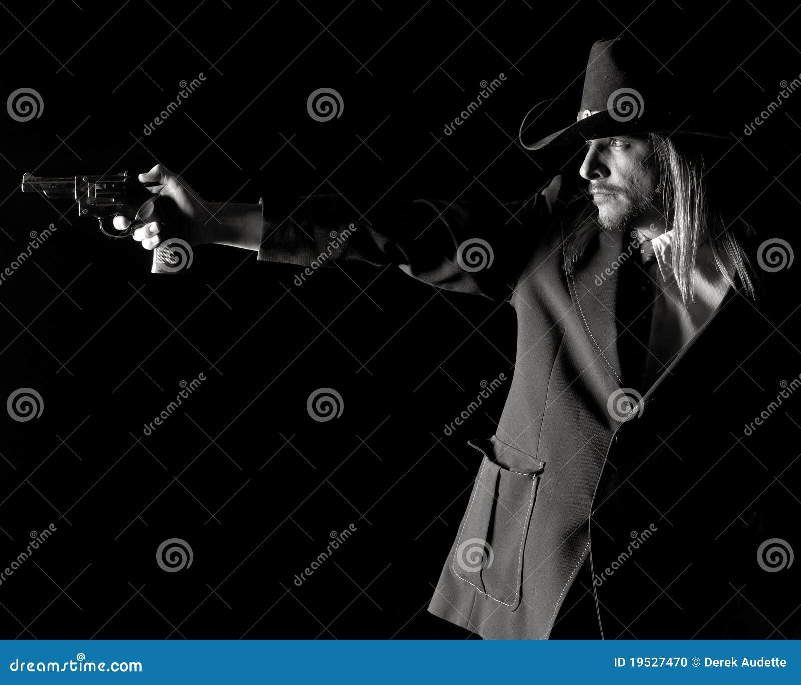 争取牛仔帽人手枪