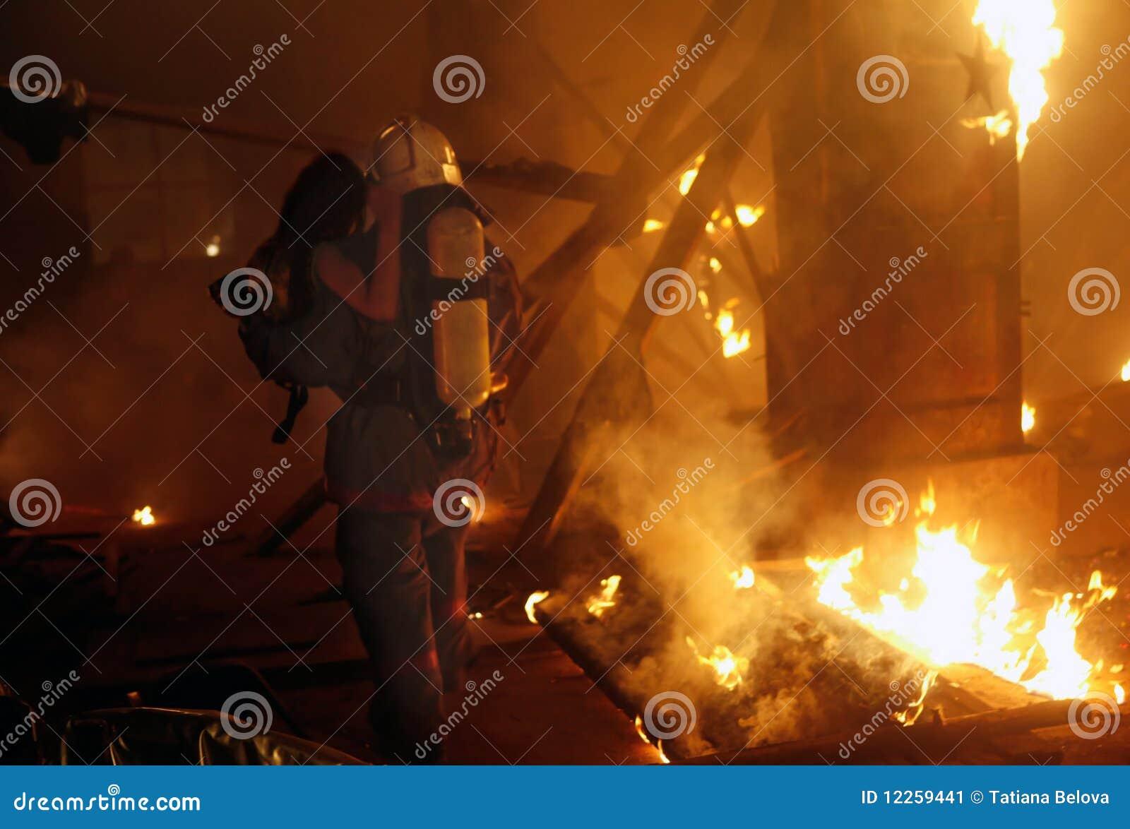 事故消防员受害者