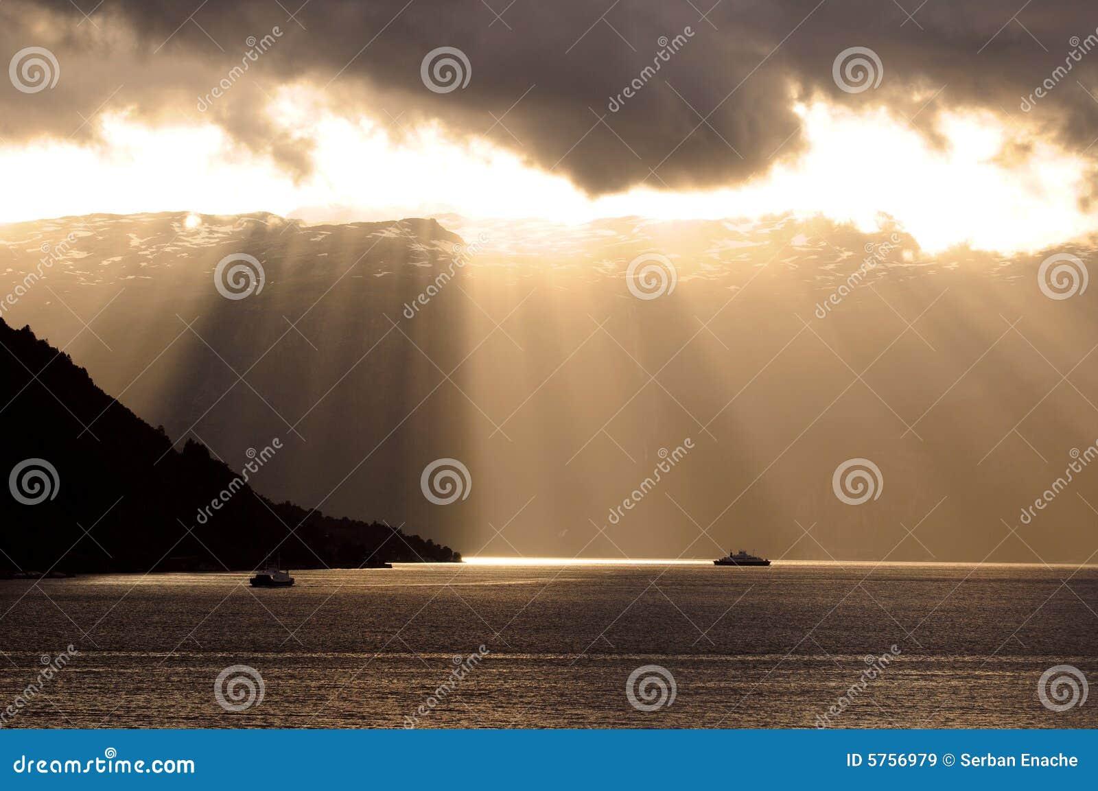 云彩光芒星期日