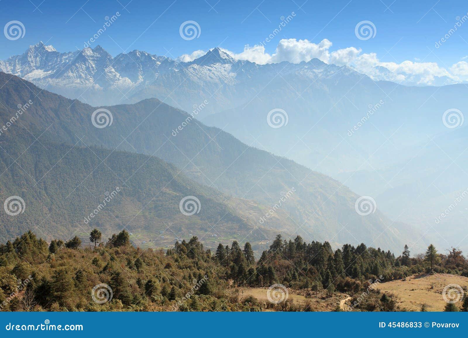 云彩的运动在山,喜马拉雅山的