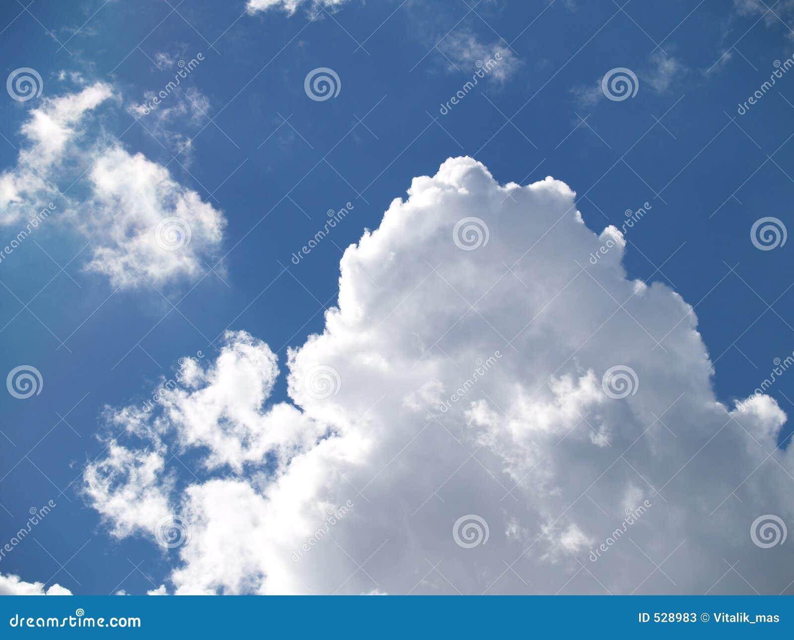 Download 云彩 库存图片. 图片 包括有 空白, 蓝色, 黑暗, 开放, 天空, 云彩, 早晨 - 528983