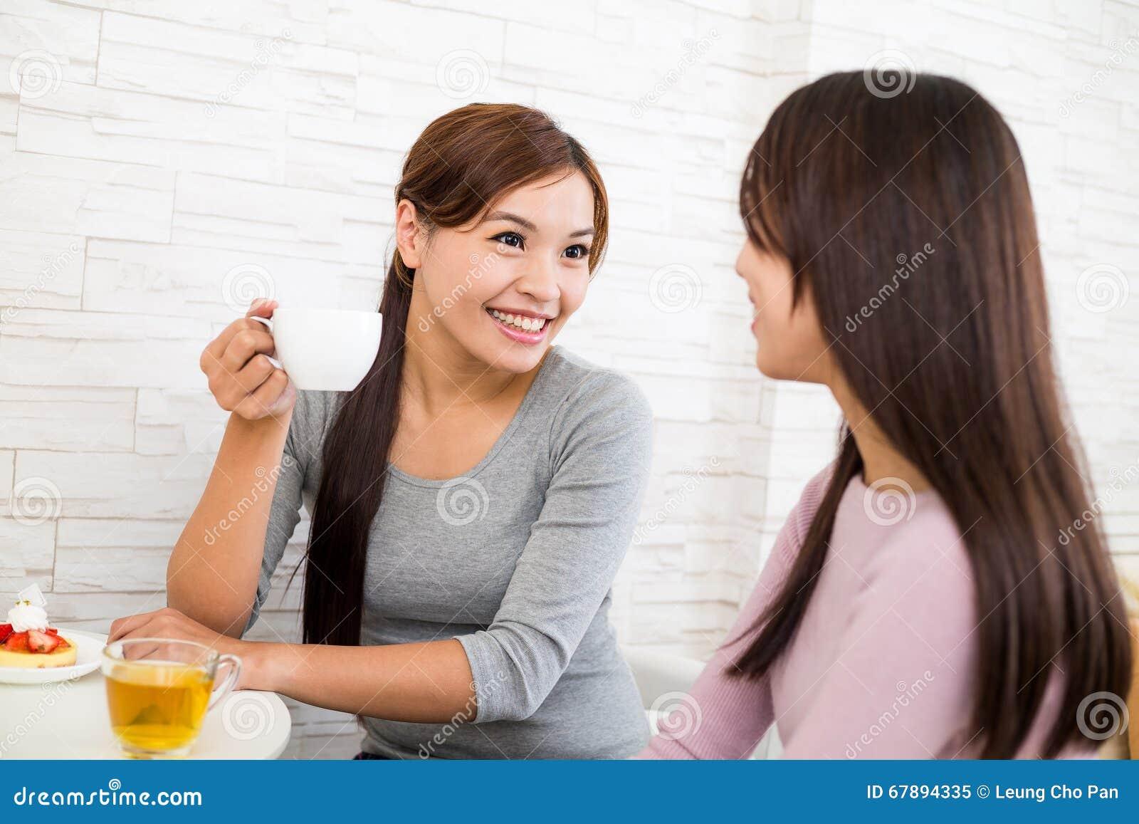 互相妇女谈话