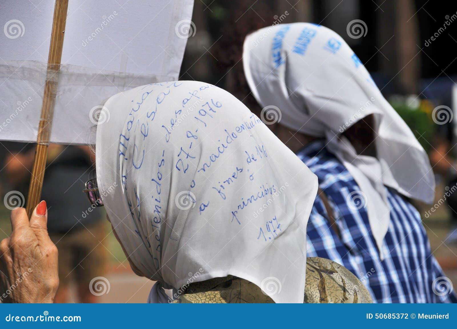 Download 五月广场的母亲 图库摄影片. 图片 包括有 独立, 暴行, 军事, 分类, 丢失, 女儿, 女英雄, 消失 - 50685372