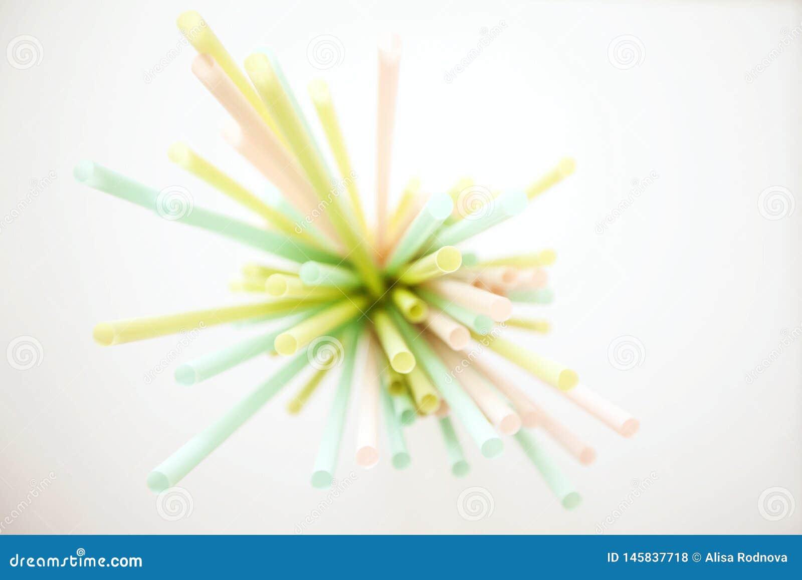 五颜六色的塑料吸管的汇集