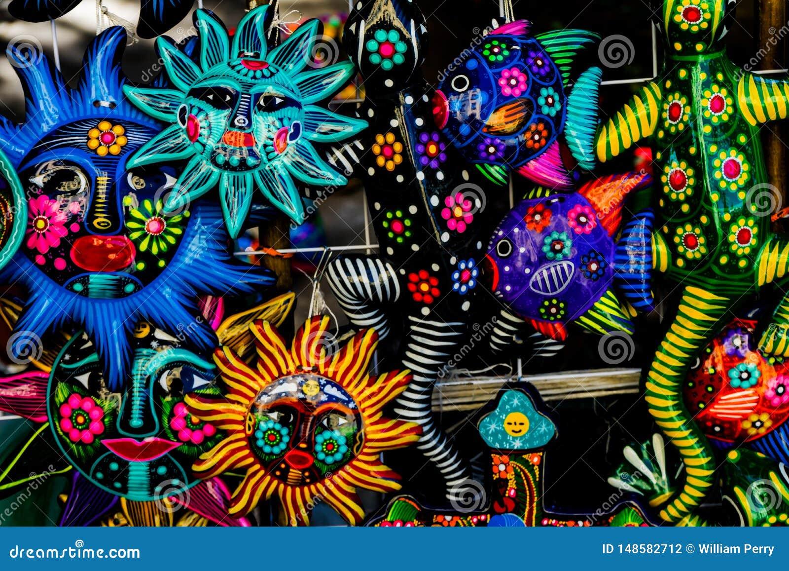 五颜六色的墨西哥陶瓷太阳面对工艺品瓦哈卡华雷斯墨西哥
