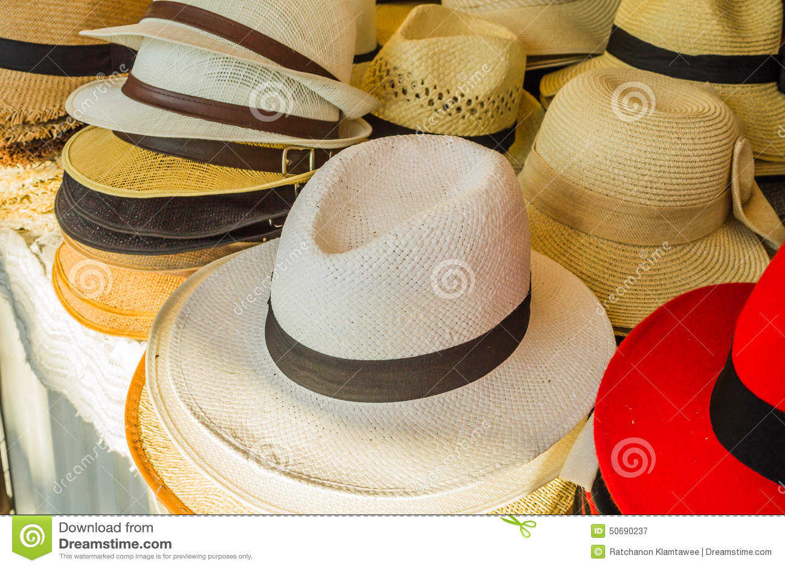 Download 五颜六色的帽子 库存图片. 图片 包括有 方式, 秸杆, 题头, beatles, 颜色, 彩虹, 至福 - 50690237