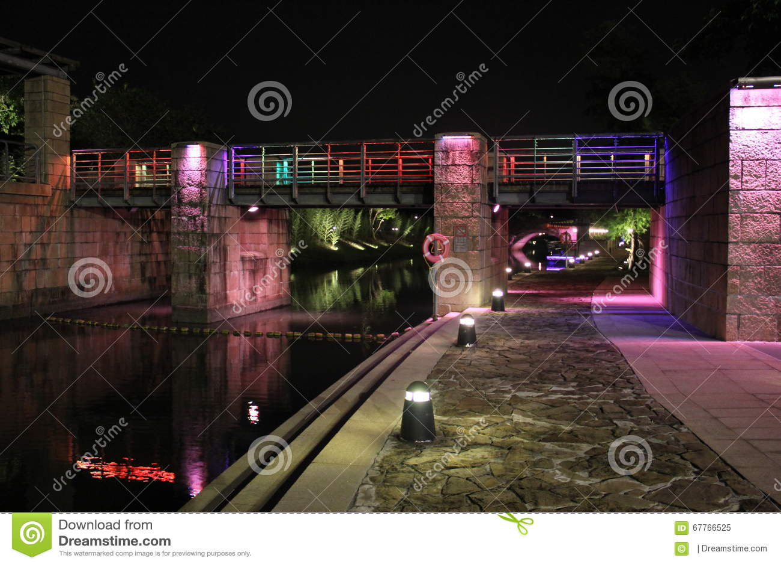 五颜六色的桥梁