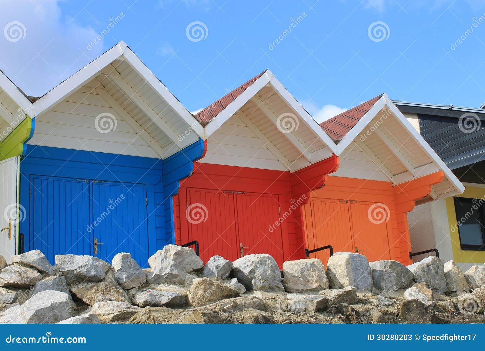 五颜六色的海滩瑞士山中的牧人小屋