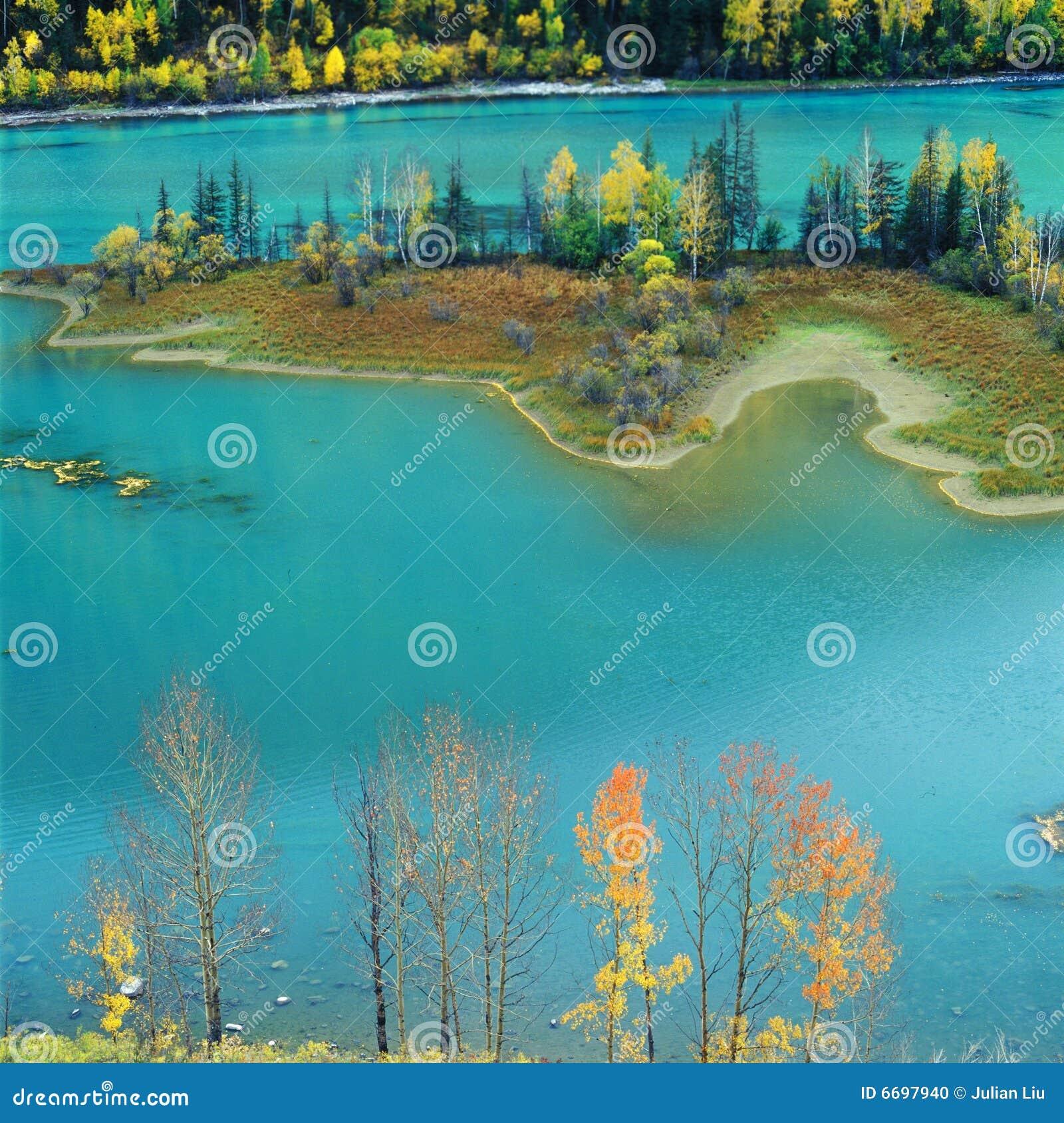 五颜六色的湖