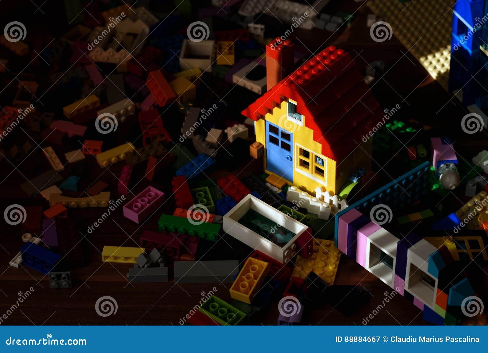 五颜六色的玩具房子