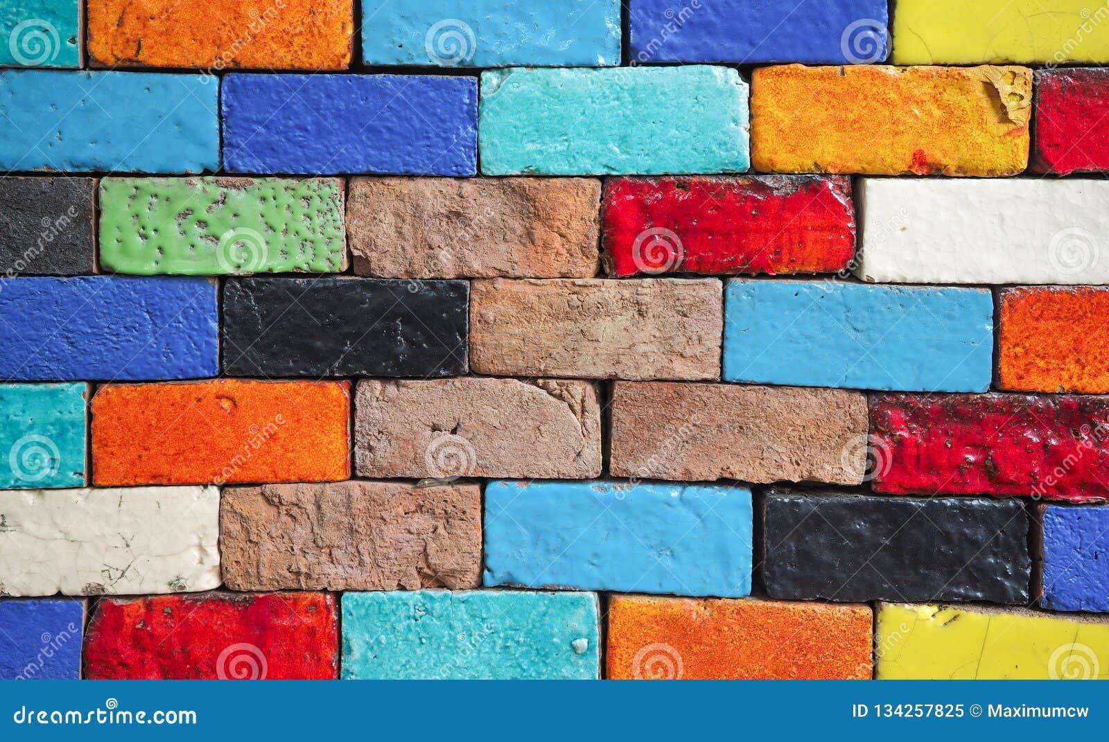 五颜六色的砖墙的秀丽