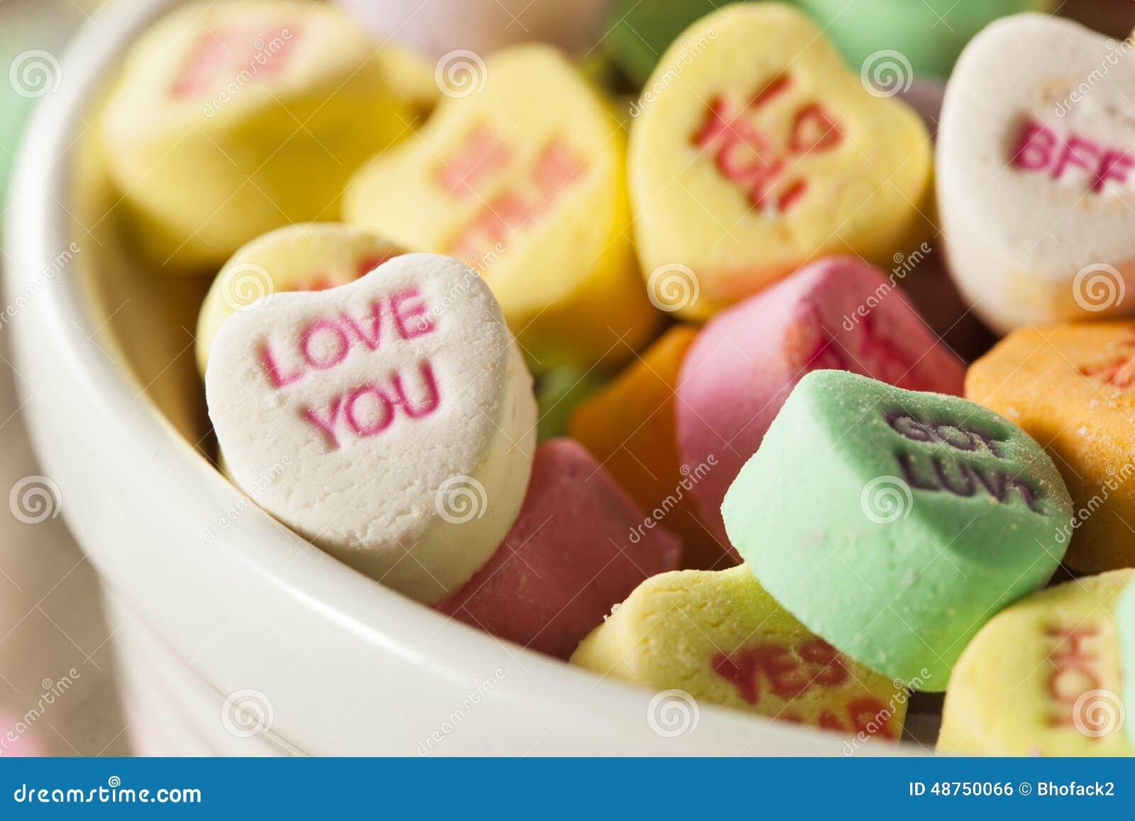 五颜六色的糖果交谈心脏