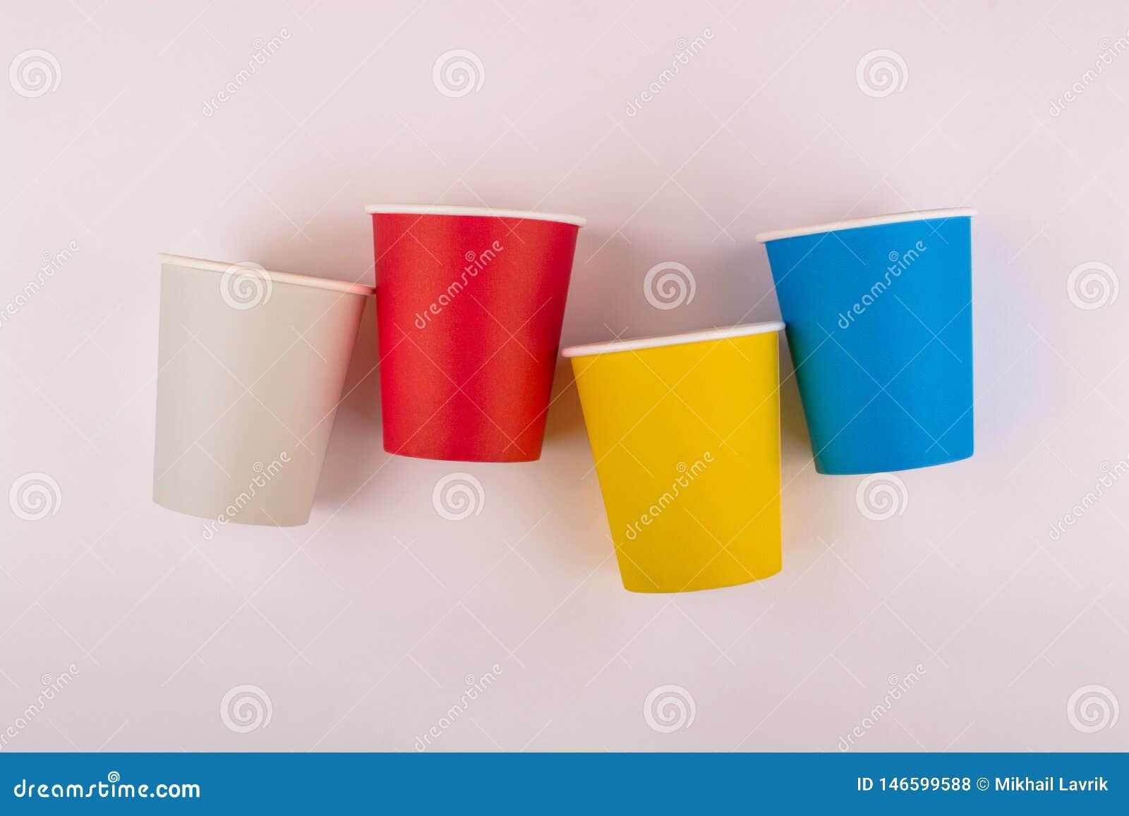 五颜六色的纸咖啡杯