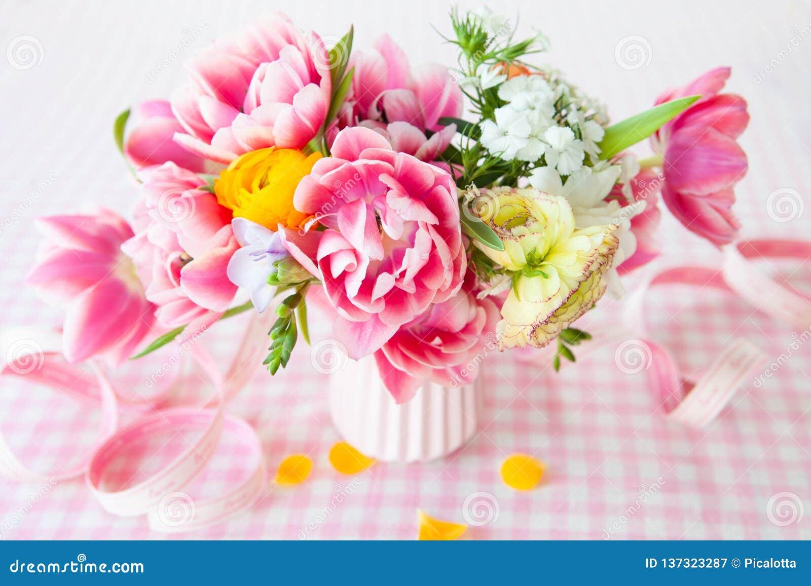 五颜六色的花春天