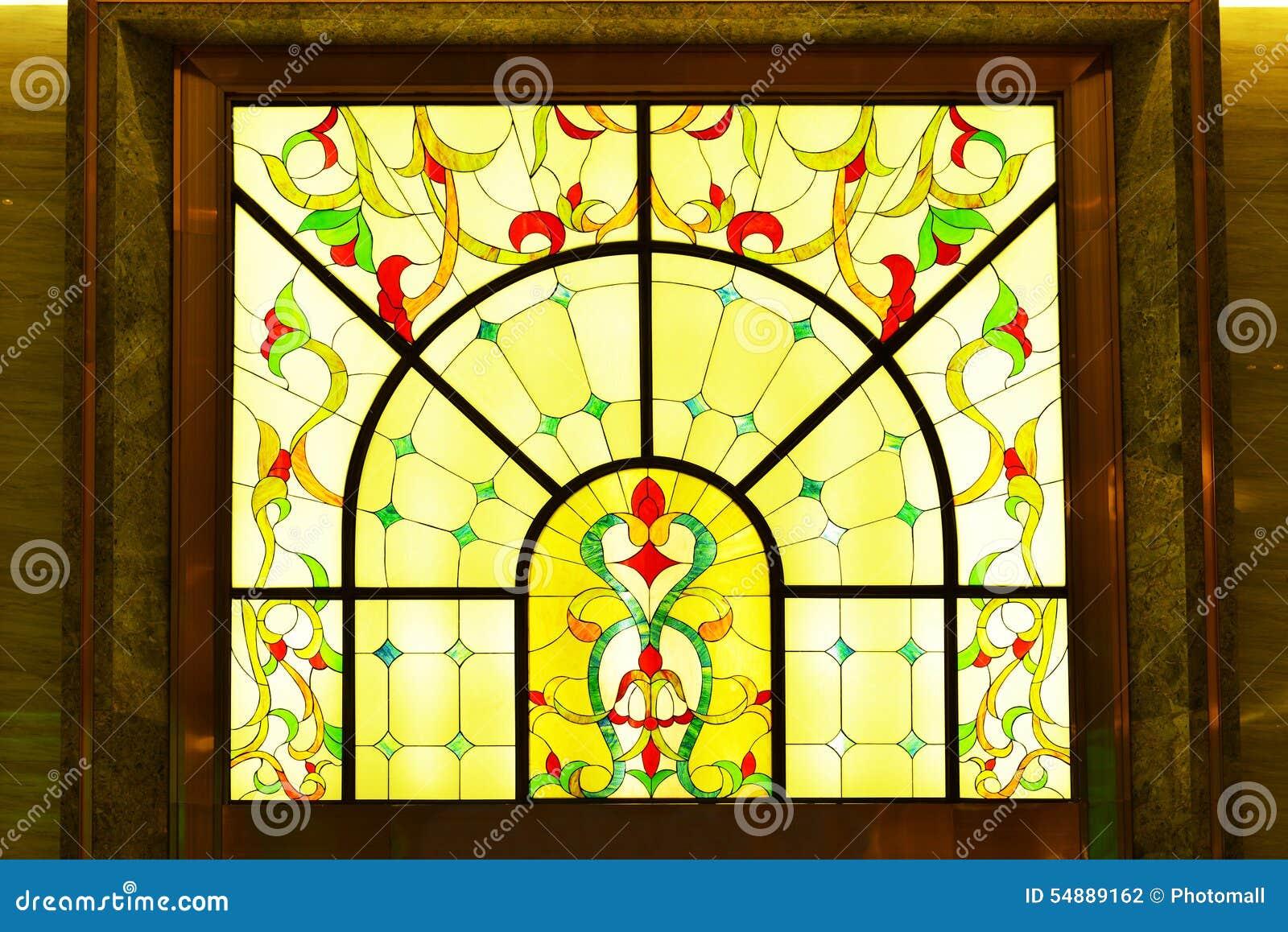 五颜六色的玻璃被弄脏的视窗