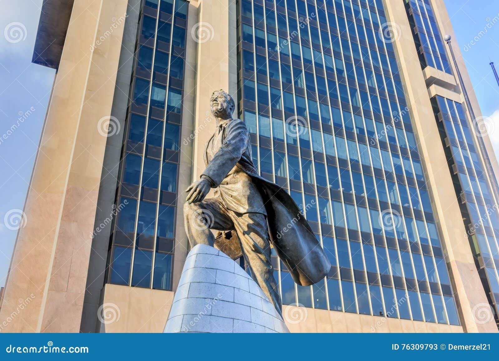 亚当・卡里顿鲍威尔雕象- NYC
