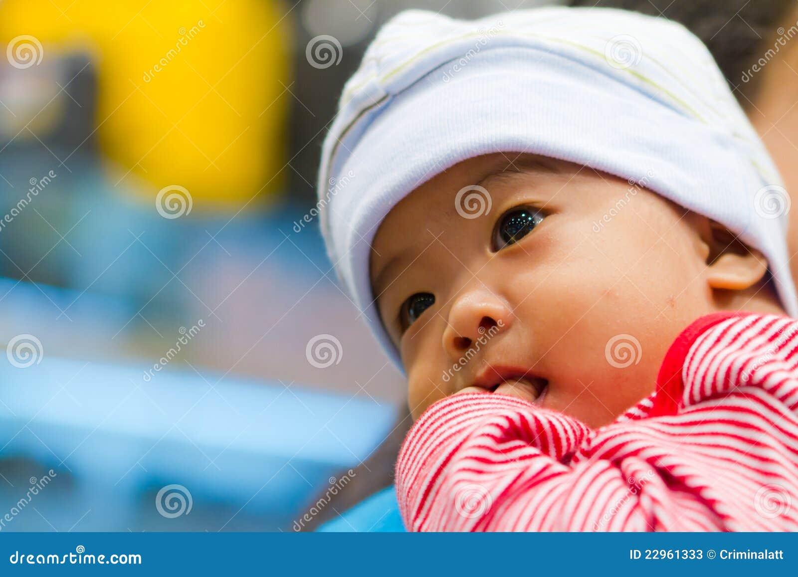 亚洲婴孩认为