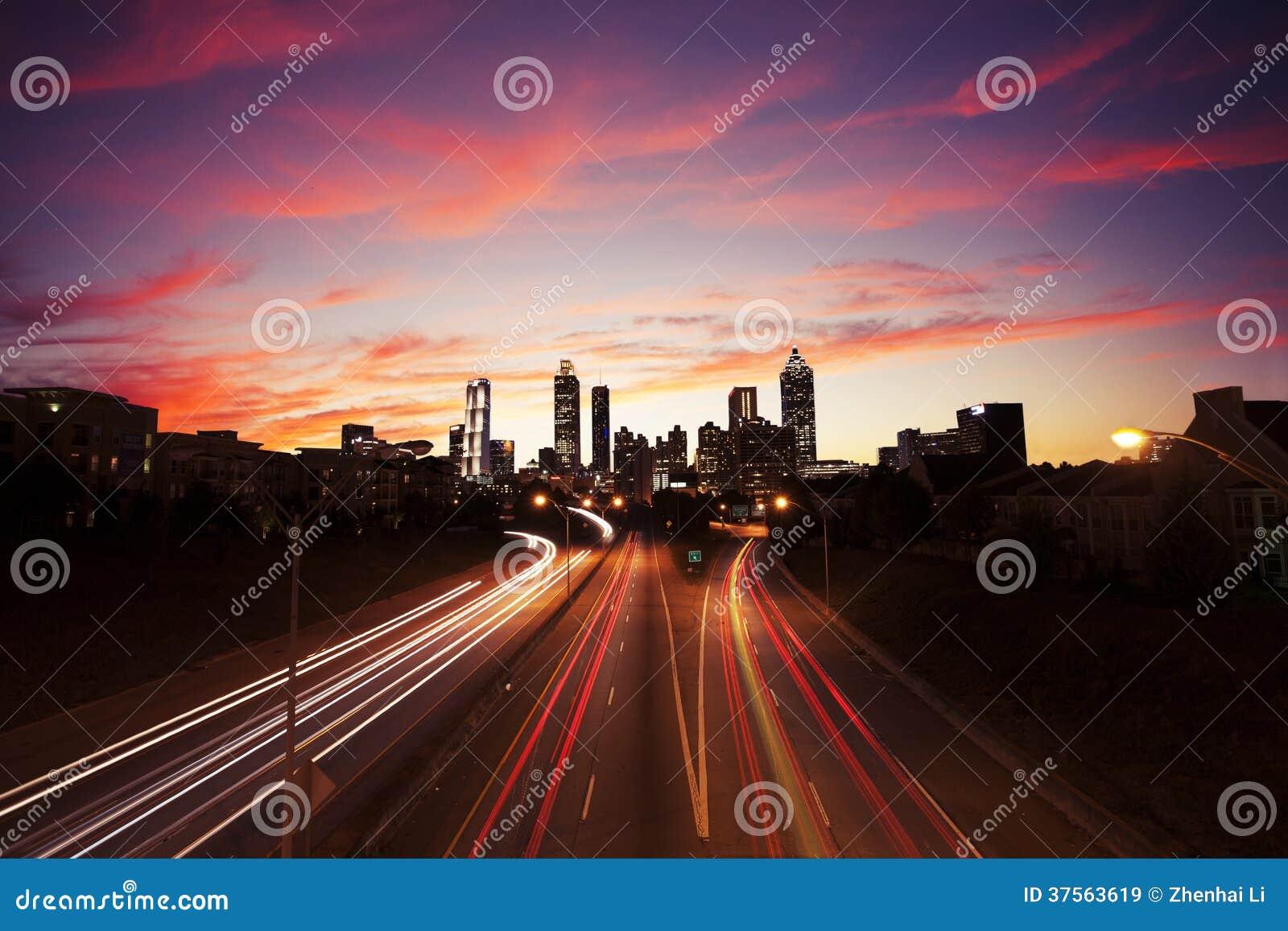 亚特兰大街市在黄昏