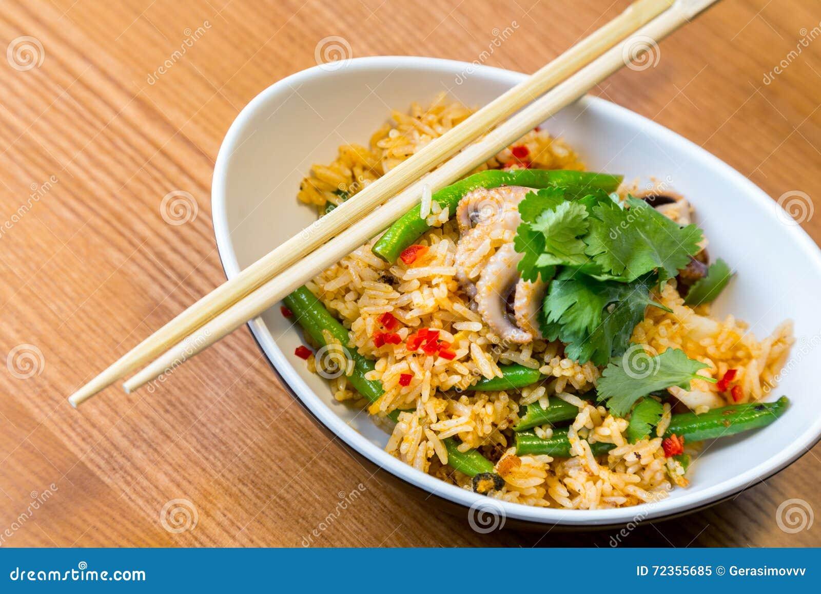 亚洲riÑ  e用海鲜和菜